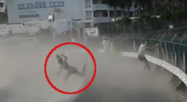 飛行機の離着陸が間近で見られるセントマーチン島で初の死亡事故…警告を無視した結果最悪の事態に…