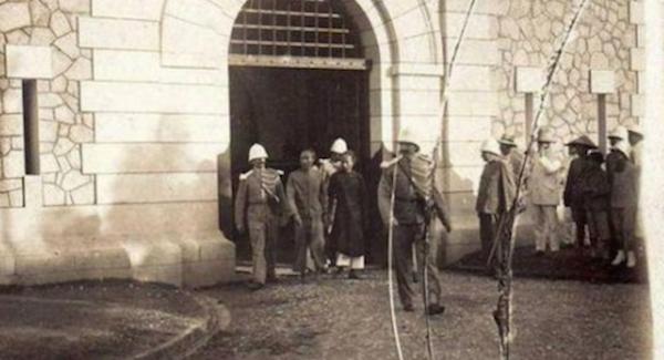 100年前のベトナムに持ち込まれたギロチン…フランス植民地時代の歴史に残る斬首写真がヤバすぎる…