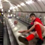 エスカレーターで遊んで事故にあった青年の動画…あまりにも衝撃的だと話題に…