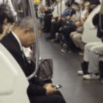 こんなことが出来るのは日本だけ…外国人が日本の電車の中で目撃したある光景に驚愕…