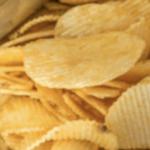 若者のポテトチップスの食べ方が話題に…手で食べるのはもう時代遅れなのか?