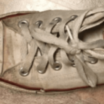 スニーカーの効果的な洗い方…あるものを使うと見違えるほど真っ白に…