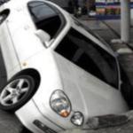 電話「交通事故で奥さんが亡くなりました。」俺「えっ!うちに車ありませんよ?」電話「確認しに来てください」→衝撃の事実が発覚・・・