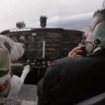 犬に飛行機の操縦を教え込んだ結果…まさかの結果に驚きを隠せない…