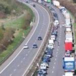 世界から称賛されるドイツ人ドライバー…渋滞しても緊急車両がスイスイ走れる理由に世界が賞賛…