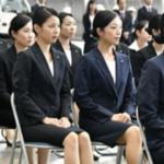 昔の入社式と今の入社式の写真…比較すると日本の将来に不安になると話題に…