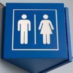 ある駅の男子トイレの案内表示…素敵な発想だと話題に…