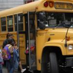 スクールバスの中で初めての生理を迎えた女の子…服についた血に気が付いた男子生徒の行動に称賛の声…