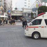 緊急走行する救急車を妨害する歩行者…大都会の異常な光景に絶句…