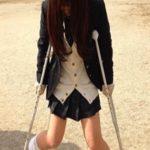 すごい美女だが、足が不自由でイジメられている女子生徒…ある日教室戻るとその女子が…