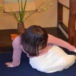 正座した時に生じる足のしびれを一瞬で治す方法…簡単に治せると話題に…
