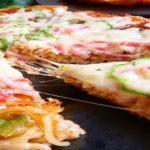 フライパンでお手軽に出来るカップ焼そばピザ…カップ焼きそばがおいしいピザに大変貌…
