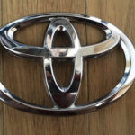 車の世界的ブランド「TOYOTA」のエンブレムの秘密……裏側に驚愕の文字が刻印されていた…