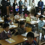 過保護すぎる親が集まる小学校の授業参観…ある児童の発表が親の意識を一変させる…