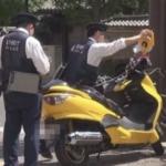 熱中症で倒れた人を助けようとバイク停車…警察官に駐禁を切られる…