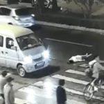 車に跳ねられた女性を全員が見てみぬふり…中国の国民性に唖然としてしまう…