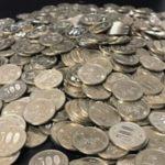 学校からの帰途、大量の500円玉を拾った男性…臨時収入と喜んだ翌日から悪夢が始まる…